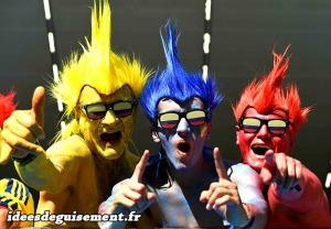 body-painting-jaune-bleu-rouge-perruque-punk-supporters-football-idees-originales-deguisement-championnat-europe-euro-2016-en-trio-trois